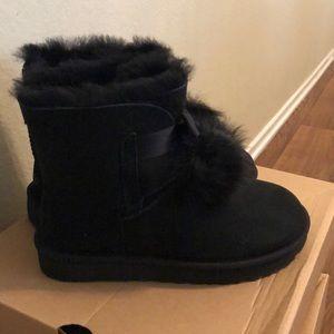 UGG Shoes - ✨New✨ UGG Gita Boot